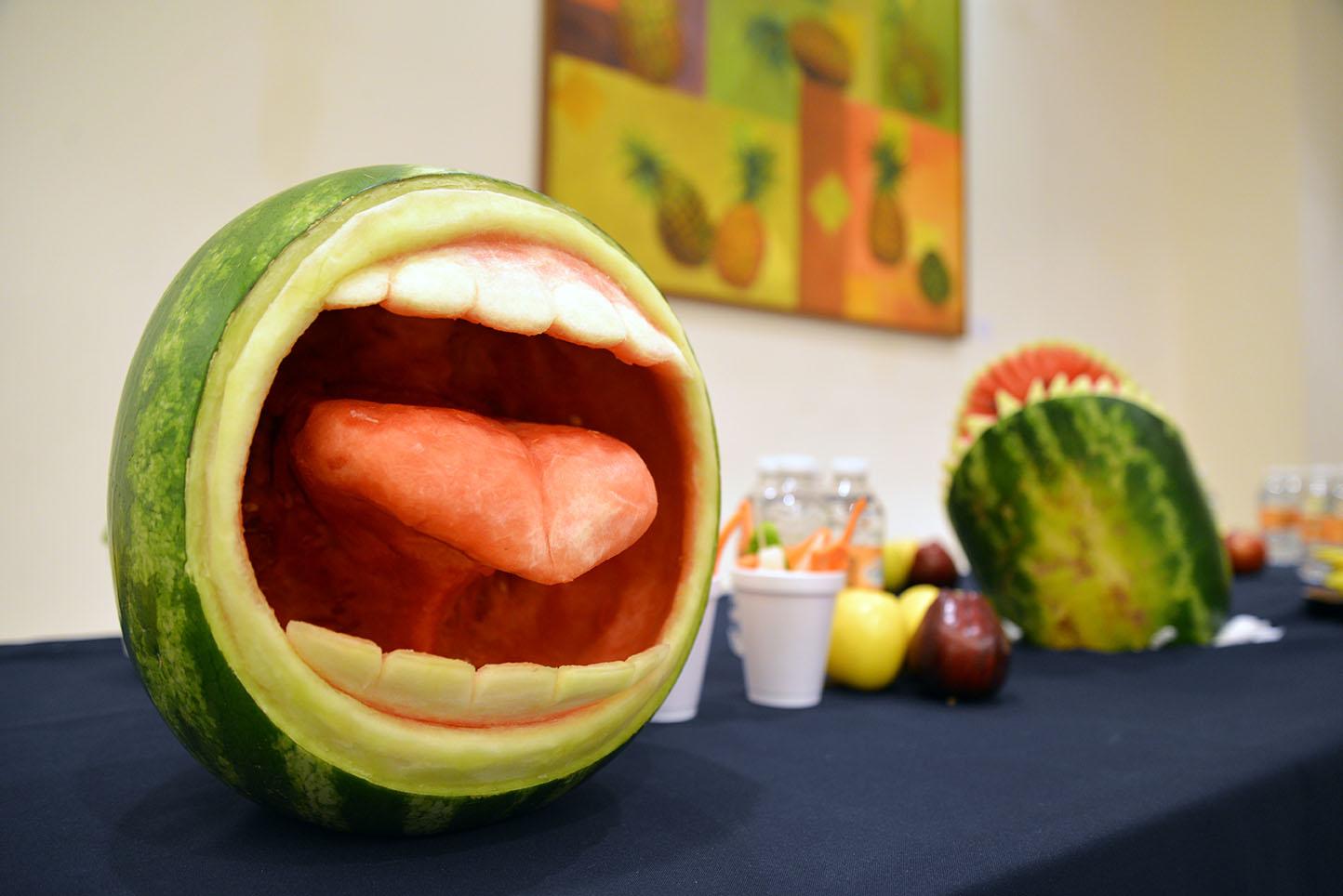 2013 10 14 202 Bodega del Arte carved watermelon